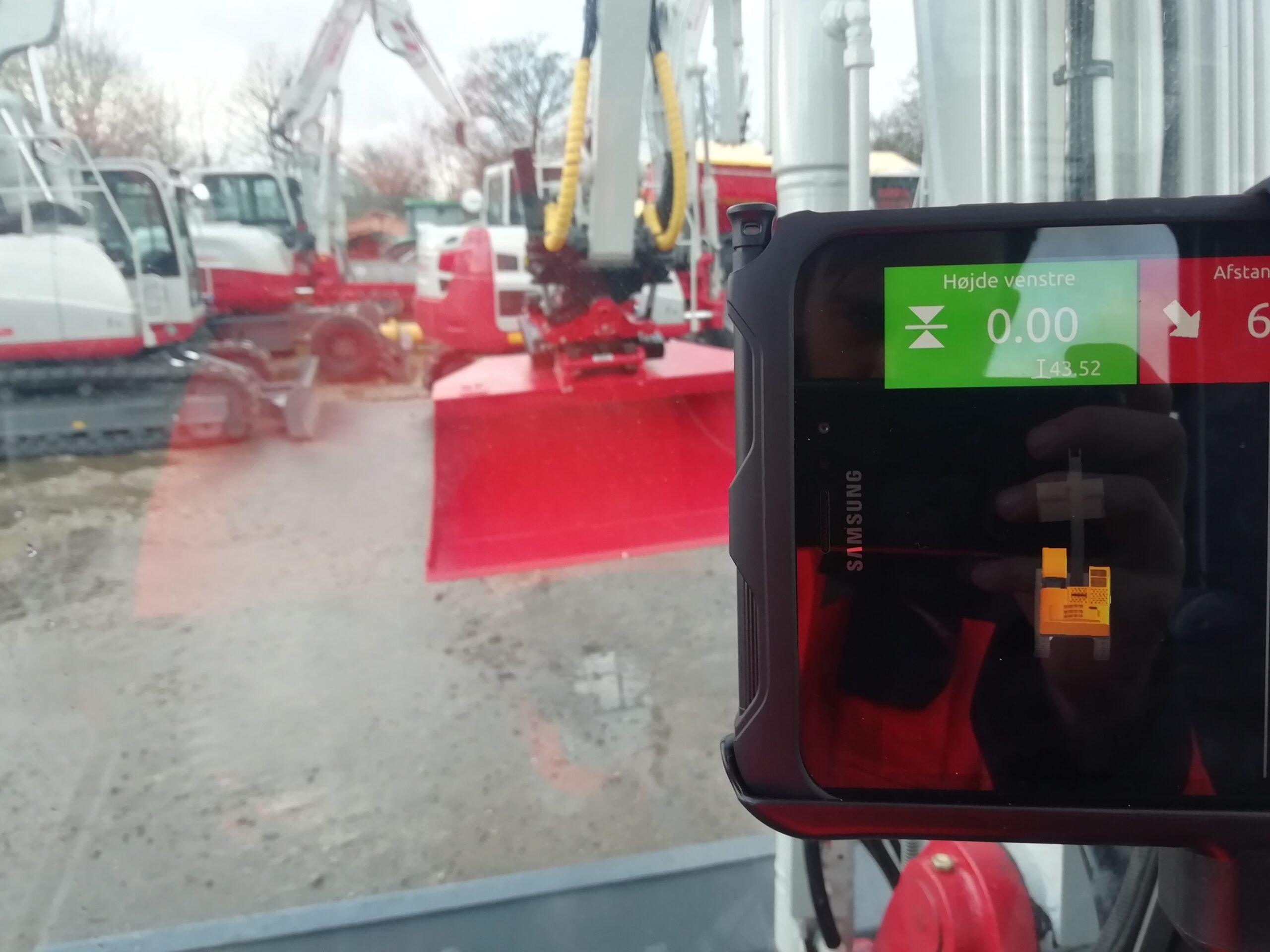 Unicontrol3D-machine-control-tablet-interface-højde-engcon-bucket